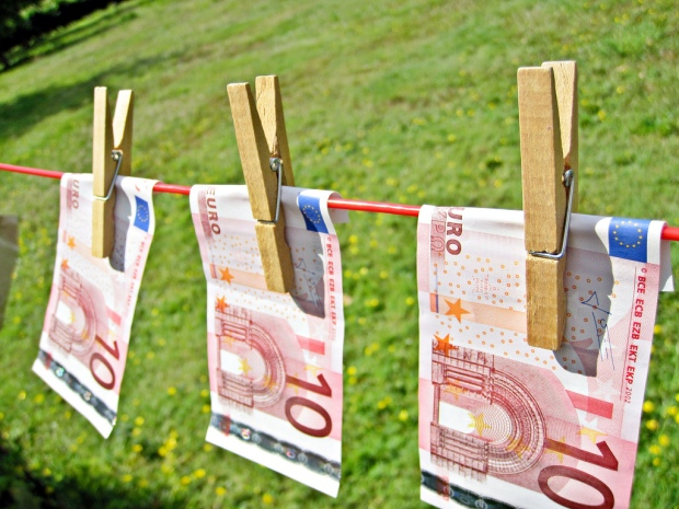 """Money Laundering"" von Images Money von flickr.com. Lizenz nach Creative Commons 2.0"