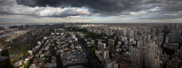 """Buenos Aires Skyline in Color"" von Jimmy Baikovicius via flickr.com. Lizenz: Creative Commons"
