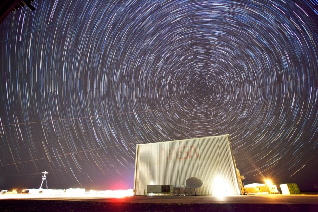 "Wer wird der Star am Himmel der Bitcoin 2.0-Projekte? Bild: ""Star Trails Over NASA"" von Zach Dischner via flickr.com. Lizenz: Creative Commons 2.0"