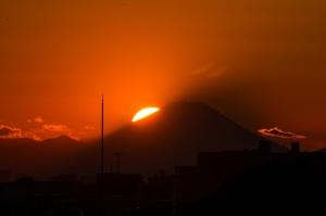 Sunset on Mt. FUJI (Matsudo, Chiba, Japan) von t-mizo via flickr.com. Lizenz: Creative Commons