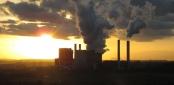 Das Braunkohlekraftwerk bei Weisweiler: So schön kann Umweltverschmutzung sein. Bild von Lars Döbler via flickr.com. Lizenz: Creative Commons