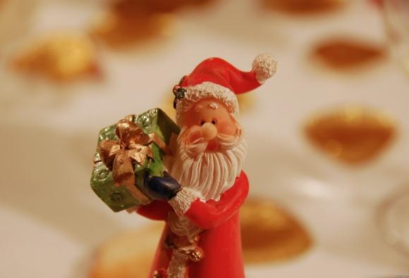 """""""Santa Claus has a present for you!"""". Bild von AurelienS via flickr.com. Lizenz: Creative Commons"""