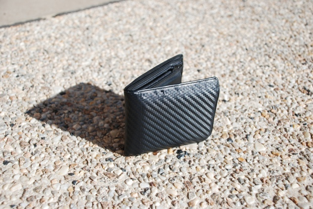 """Carbon fibre wallet - it's awesome"" von  Ryan Loos via flickr.com. Lizenz: Creative Commons"