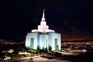 Kirche in Honduras Hauptstadt mit dem einfach zu merkenden Namen Tegucigalpa. Foto von Kristin Klein via flickr.com. Lizenz: Creative Commons