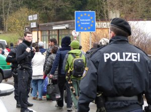 """Immigranten beim Grenzübergang Wegscheid"", Bild von  Metropolico.org via flickr.com. Lizenz: Creative Commons"