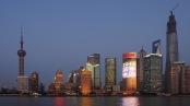 New York, pack' ein: Die Skyline von Shanghai, vom Bund aus gesehen. Bild:  Wilson Hui via flickr.com. Lizenz: Creative Commons