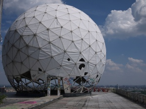 Radar_DomeDoor, Teufelsberg NSA station. Bild von david_rush via flickr.com. Lizenz: Creative Commons