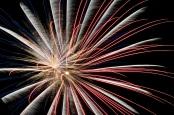 Feuerwerk vom Flammenzauber am Brückenkopfpark. Fotografiert von Thorsten Werner, geteilt über flickr.com. Lizenz: Creative Commons